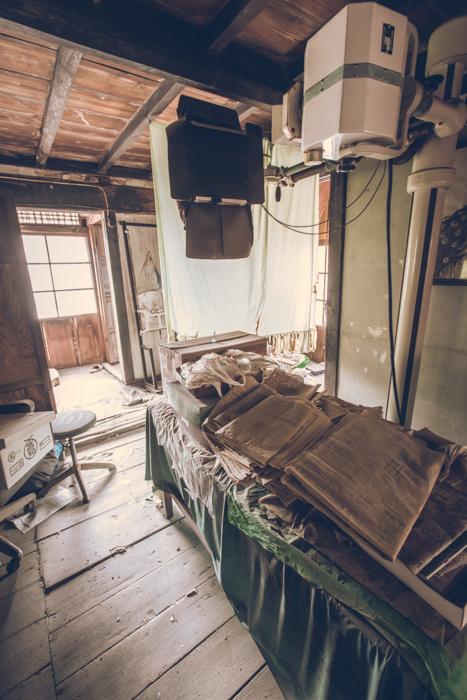 20170610_abandoned-clinic_55.jpg