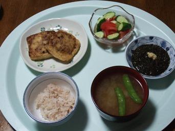 5/29 夕食 いなりギョーザ、トマトときゅうりのサラダ、ギバサポン酢、きぬさやとジャガイモの味噌汁、雑穀ごはん