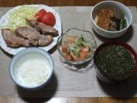 7/2 夕食 豚肉塩麹焼き、もやしときゅうりとサーモンのサラダ、厚揚げの煮物、カボチャとあかもくの味噌汁