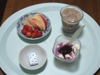 7/7 朝食 りんご、さくらんぼ、豆乳ヨーグルト、ベビーチーズ、アイスカフェオレ