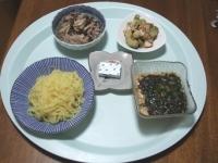 7/7 昼食 中華つけめん、ベビーチーズ、アボカドサラダ、牛肉のさっと煮