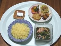 7/10 昼食 つけめん、かぼちゃの煮つけ、きゅうりのザーサイ和え、牛串、鶏塩麹焼き、れんこんはさみ揚げ、ベビーチーズ
