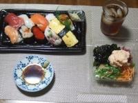 7/11 夕食 にぎりずし、大根&海藻サラダ+明太ポテトサラダ