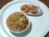 7/20 昼食 厚揚げ入り野菜と豚肉のスープ、ささみチーズフライ、酢人参サラダ、ベビーチーズ