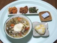 7/21 昼食 玉子入り野菜スープ、いんげんのきんぴら、鶏の唐揚げ、人参サラダ、とうもろこしご飯おにぎり、ベビーチーズ