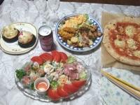 7/21 夕食 シーフードピザ、サラダ、マリネ他惣菜、ケーキ、のんある気分