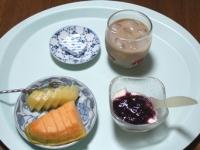 7/22 朝食 キウイ、メロン、豆乳ヨーグルト、ベビーチーズ、カフェオレ