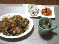 7/23 夕食 麻婆茄子麺、いんげんの白和え、酢にんじんレーズン入り、ベビーチーズ
