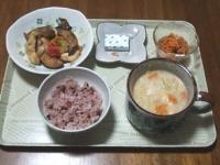7/25 昼食 崩し豆腐の味噌ミルクスープ、鶏とナスのケチャ味噌炒め、酢にんじんレーズン入り、ベビーチーズ、黒米ご飯