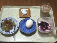 7/27 朝食 巨峰、ゆでたまご、豆乳ヨーグルト、ベビーチーズ、カフェオレ