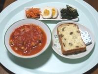 7/28 昼食 レーズントースト、ゆでたまご、酢にんじんレーズン入り、きゅうりの昆布漬け、ミネストローネスープ、ベビーチーズ
