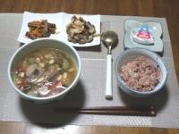 7/28 サバ缶と大豆のスープ、きんぴら、キノコとベーコンのにんにく炒め、ベビーチーズ、黒米ごはん