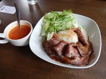 8/17 昼食 ローストビーフ丼とランチスープ  KING'S