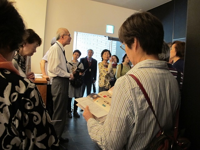 説明を受けた。田辺三菱製薬資料館