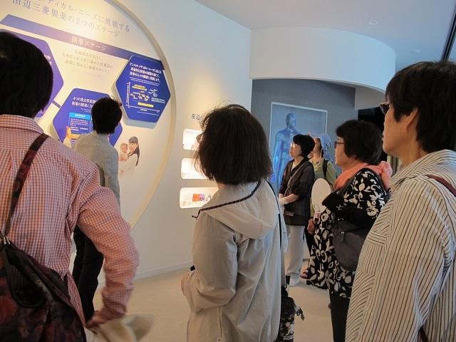 説明を受けた、田辺三菱製薬資料館2