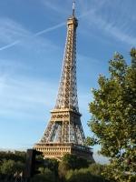 昼のエッフェル塔