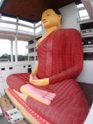半跏趺坐でお座りになっている仏様(Weherahena Poorwarama Rajamaha Viharaya)(2017/2/19)