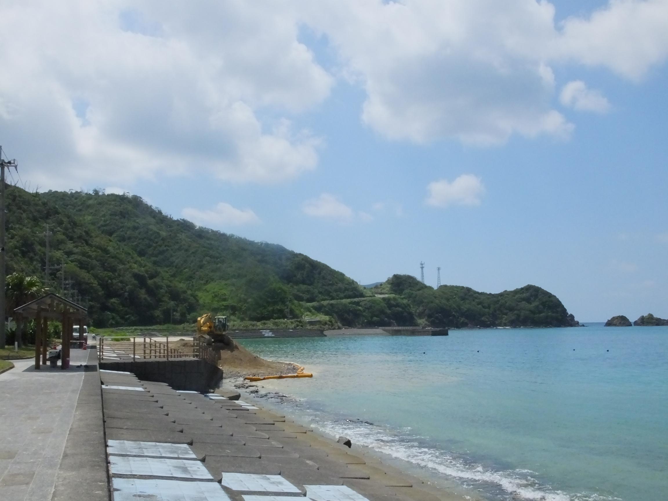 宇検村タエン浜の産業廃棄物投棄