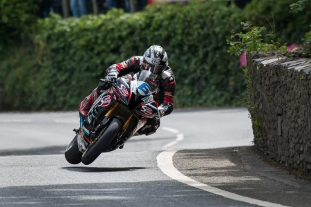 Michael-Dunlop-Monster-Energy-Supersport-TT-Race-1-Tony-Goldsmith.jpg