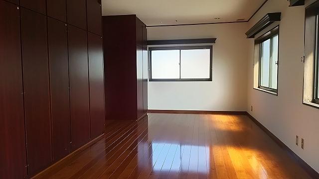 29_2階洋室東方向よこ