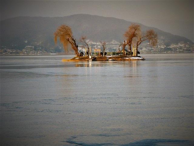 諏訪湖の人口島