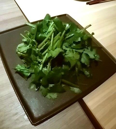 歌京 パクチーサラダ