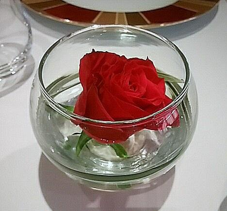 帝国ホテル レセゾン テーブルお花