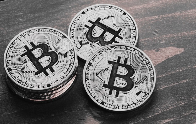 bitcoin-black