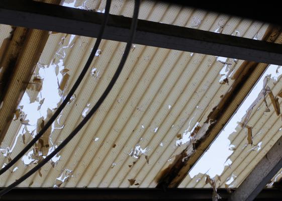 ベランダの屋根のダメージ