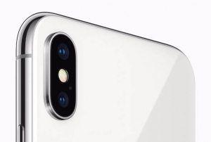 Apple_iphoneX_dual-lens.jpg