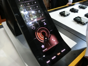 continental_car-OLED-display_image1.jpg