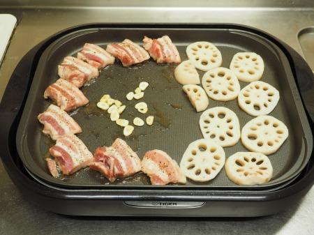 豚ばら肉とレンコンの塩焼き25