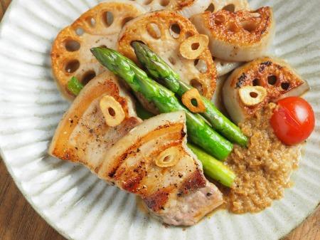 豚ばら肉とレンコンの塩焼き09