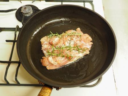 鶏もも肉と茄子のローズマリー029