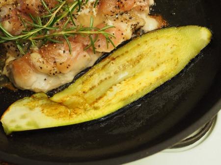 鶏もも肉と茄子のローズマリー034