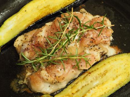 鶏もも肉と茄子のローズマリー035