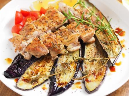 鶏もも肉と茄子のローズマリー009