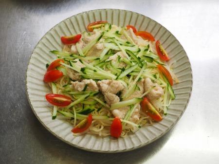 しっとり鶏むね肉の冷やし中華075