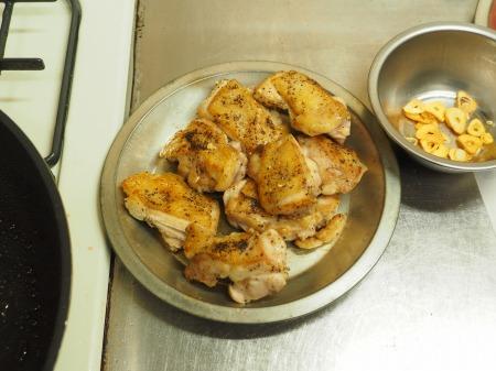 鶏もも肉のガーリックトマト煮031