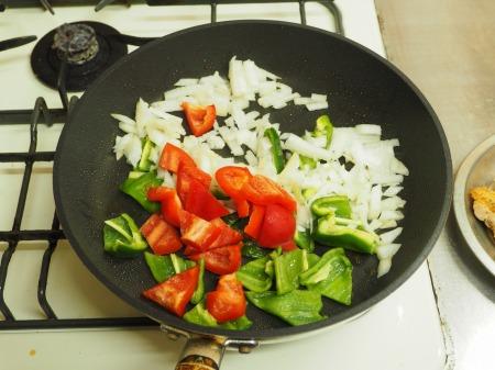 鶏もも肉のガーリックトマト煮033