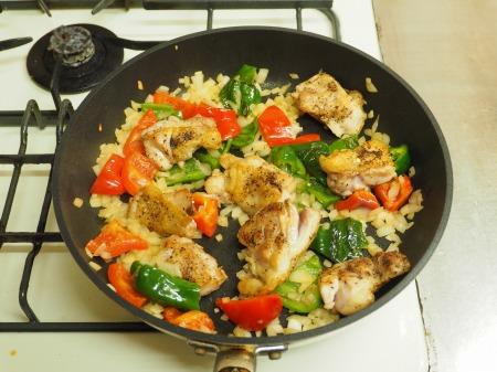 鶏もも肉のガーリックトマト煮034