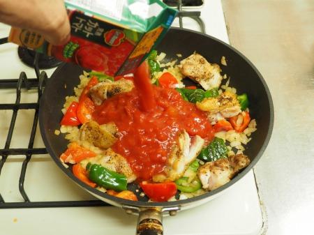鶏もも肉のガーリックトマト煮036