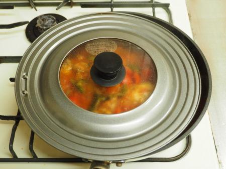 鶏もも肉のガーリックトマト煮040