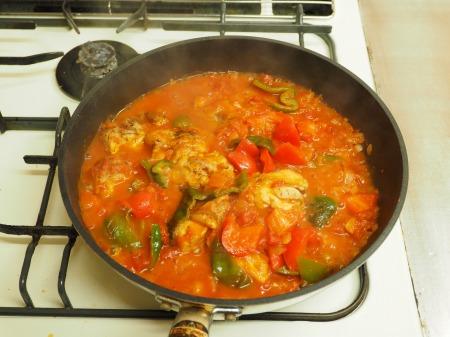 鶏もも肉のガーリックトマト煮041