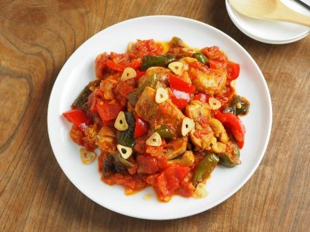 鶏もも肉のガーリックトマト煮010