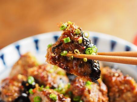 秋刀魚蒲焼きと鶏の磯辺丼014
