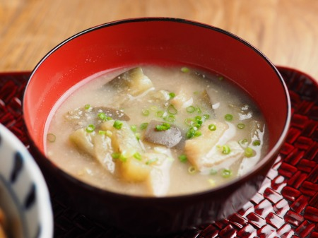 秋刀魚蒲焼きと鶏の磯辺丼011