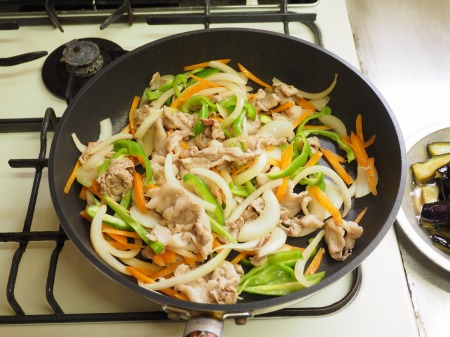 野菜たっぷり豚味噌炒め041