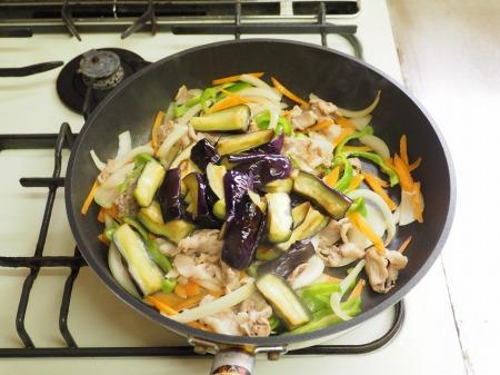 野菜たっぷり豚味噌炒め042