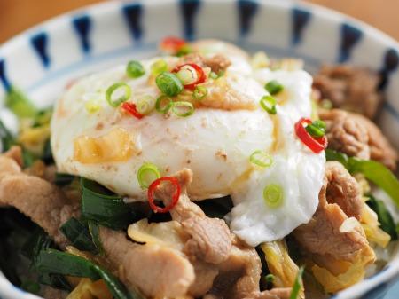 ニラ豚丼落とし卵012